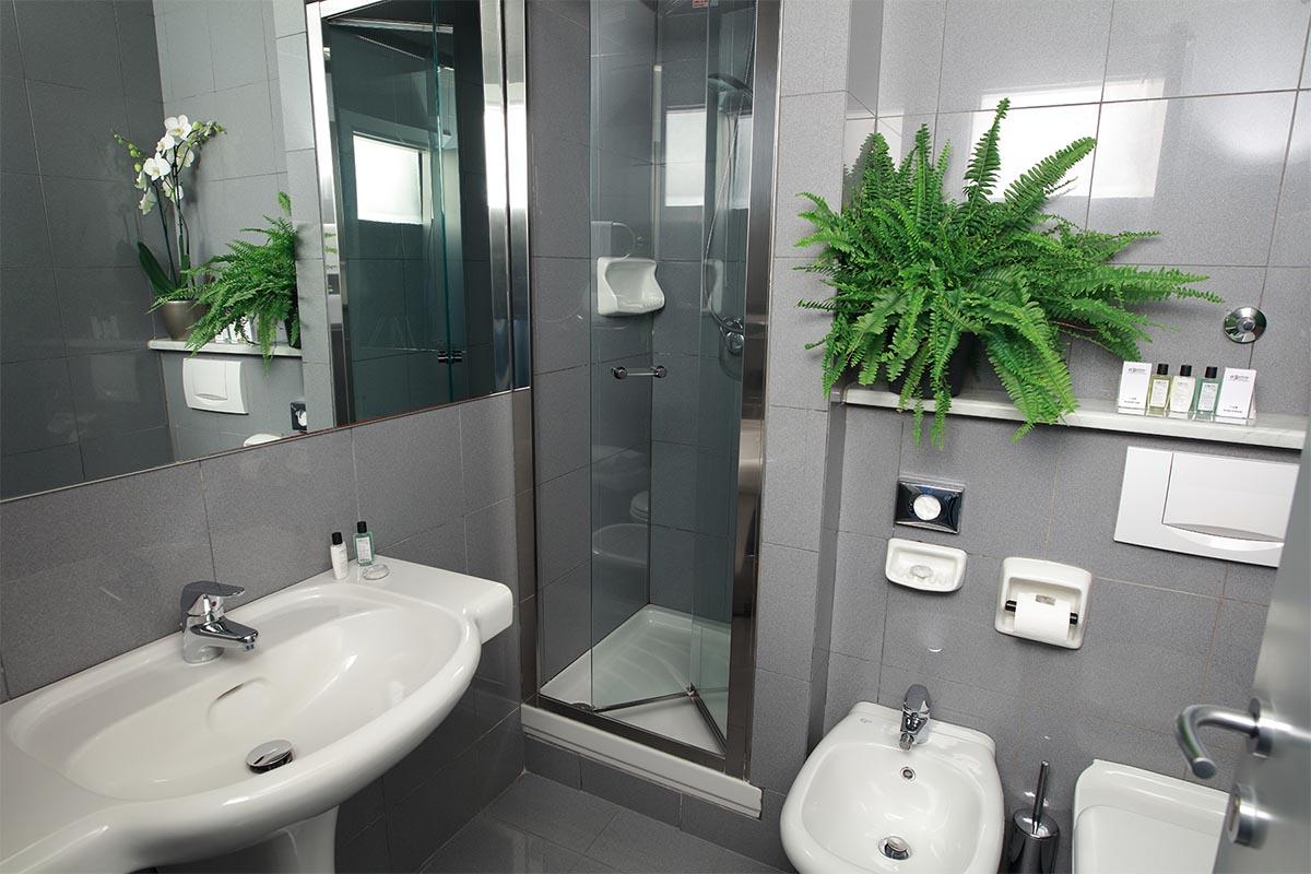 rooms_0005_bagno_doccia